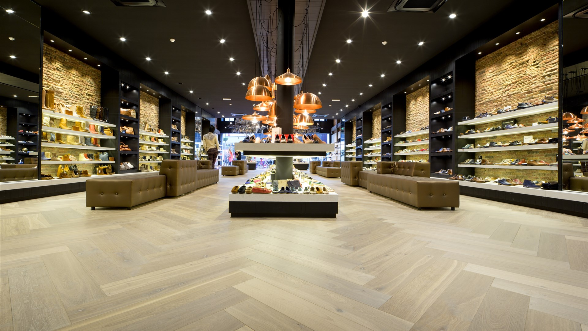 Omoda Goes contains Hakwood True flooring