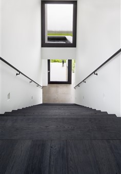 Hakwood Shadow flooring with staircase overview