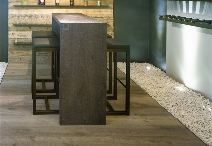 Hakwood Chiaro flooring and Hakwod Sagonne flooring for wine bar