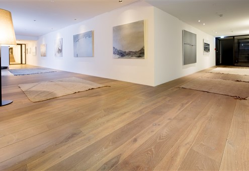 Hakwood HV465 flooring with artwork