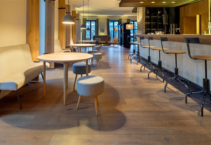 Hakwood HV465 flooring at bar area