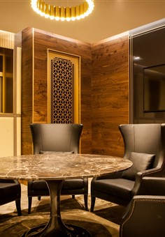Hakwood Bespoke flooring in meetingroom