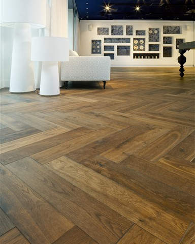 Hakwood Genuine flooring, herringbone patern, detail