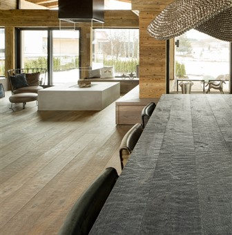 Hakwood flooring in living room and kitchen