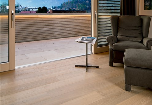 Hakwood Flourish flooring in the lounge with view at the balcony