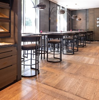Hakwood Chiaro flooring with bar stools and high tables