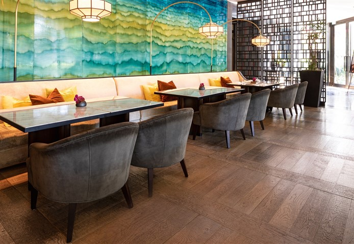 Hakwood Chiaro flooring in restaurant with beautiful blue and green design on the wall