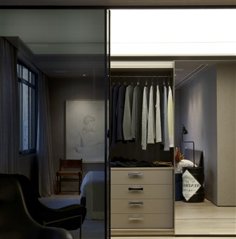 Walk-in closet with Hakwood Pure flooring