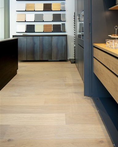 Hakwood Valor flooring with flooring display