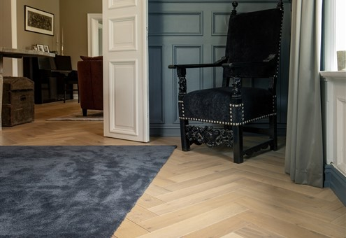 Hakwood Valor flooring with rug and black baroque chair