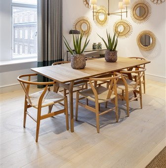 Hakwood Worthy flooring with dining table