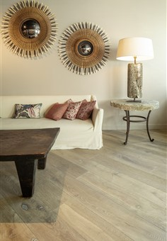 Hakwood Vista flooring in showroom with couch