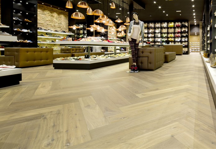 Hakwood True flooring with mannequin