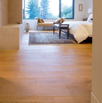 Hakwood Aura flooring in bedroom