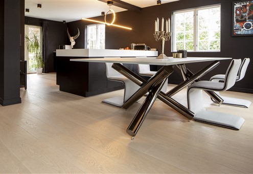 Hakwood Worthy flooring in the dining room with design furniture