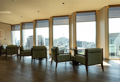 Hakwood Chiaro flooring in seating area with a view