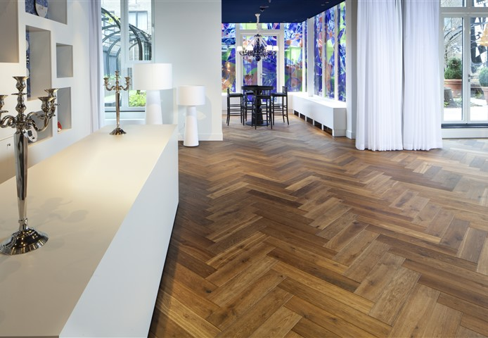 Hakwood Genuine flooring, herringbone patern, at central space