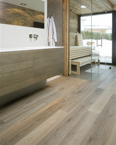 Hakwood Chiaro flooring in bathroom