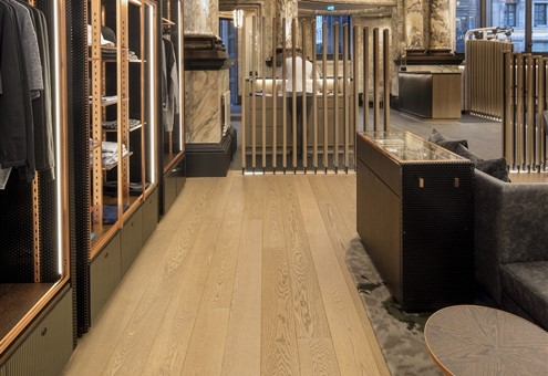 Hakwood Valor flooring with closet
