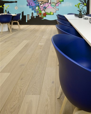 Hakwood Noble flooring detail in conference room