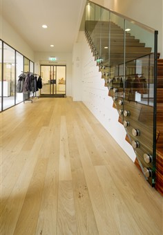 Hakwood HV307 flooring with stairway