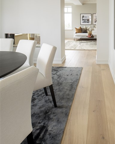 Dining room with Hakwood Pure flooring