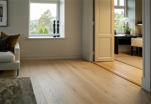 The bedroom contains Hakwood Pure flooring